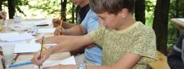 Otroci ustvarjali v Musarjevem gozdu